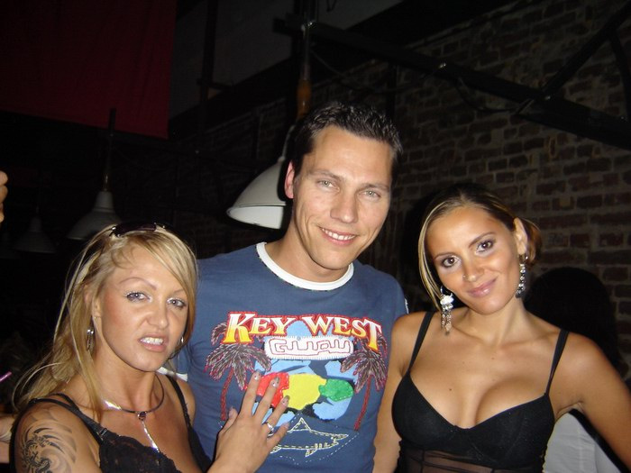 girl on left loves Tiësto :P